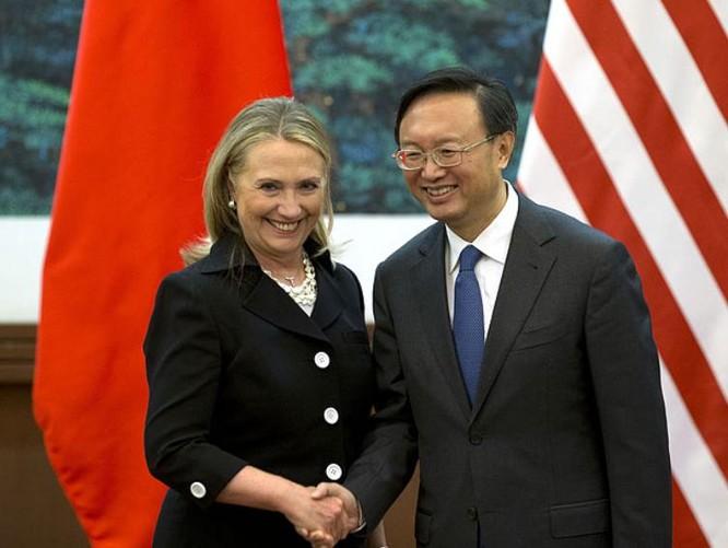 Ngoại trưởng Mỹ Hillary Clinton và người đồng cấp Trung Quốc Dương Khiết Trì tại Bắc Kinh ngày 5/9/2012. Ảnh: Chinanews