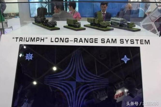 Tập đoàn Almaz-Antey tiến hành trưng bày hệ thống tên lửa phòng không S-400 ở Triển lãm hàng không Chu Hải, Trung Quốc. Ảnh: Sina