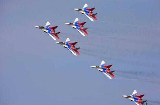 Đội bay nhào lộn Nga tại Triển lãm hàng không vũ trụ quốc tế Trung Quốc lần thứ 11 tại Chu Hải ngày 1/11/2016. Ảnh: Tân Hoa xã