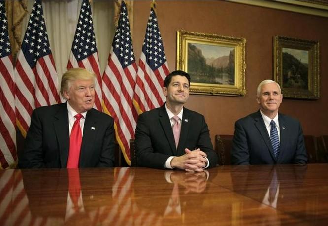 Ngày 10/11/2016, ông Donald Trump đến đồi Capitol gặp Chủ tịch Hạ viện Mỹ, Paul Ryan.