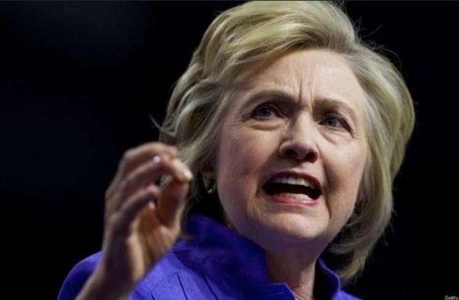 Bà Hillary Clinton tố cáo ông Donald Trump là