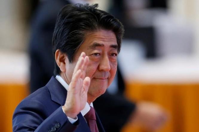 Thủ tướng Nhật Bản Shinzo Abe muốn sớm gặp ông Donald Trump để khẳng định tầm quan trọng của quan hệ đồng minh Nhật-Mỹ. Ảnh: One America News