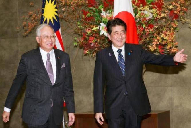 Ngày 16/11/2016 tại Tokyo, Nhật Bản, Thủ tướng Malaysia Najib Razak và Thủ tướng Nhật Bản tiến hành hội đàm, bày tỏ mong muốn Mỹ không từ bỏ hiệp định TPP. Ảnh: States Times Review.