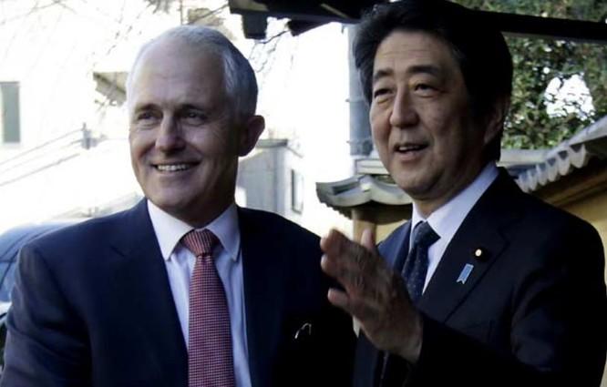 Thủ tướng Australia Malcolm Turnbull và Thủ tướng Nhật Bản Shinzo Abe. Ảnh: NDTV