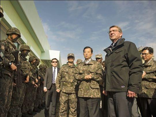 Bộ trưởng Quốc phòng Mỹ Ashton B. Carter thăm Hàn Quốc ngày 2/11/2015 (ảnh tư liệu)
