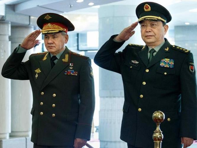 Ngày 23/11/2016, Bộ trưởng Quốc phòng Nga Sergei Shoigu có cuộc hội đàm với người đồng cấp Trung Quốc, thượng tướng Thường Vạn Toàn. Ảnh: Dwnews