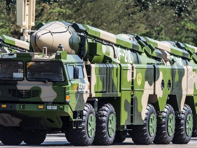 Tên lửa đạn đạo tầm trung Đông Phong-26 Trung Quốc có thể lắp cả đầu đạn hạt nhân và đầu đạn thông thường. Ảnh: Tân Hoa xã.
