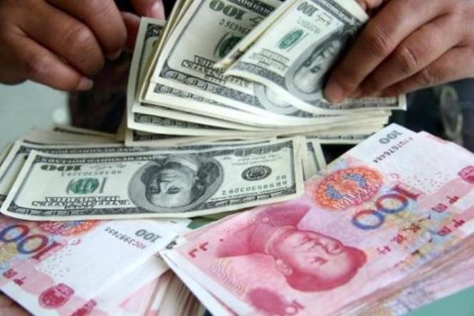 Đồng USD Mỹ và nhân dân tệ Trung Quốc. Ảnh: Sina