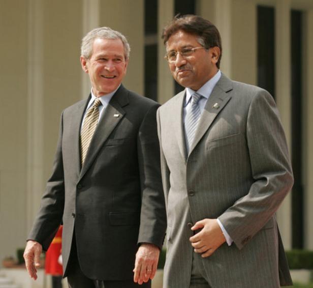 Cựu Tổng thống Mỹ George W. Bush từng đến thăm Pakistan. Ảnh: The White House