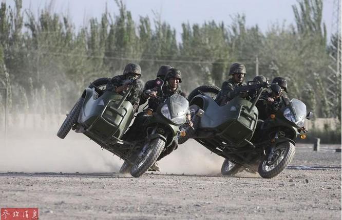 Quân đội Trung Quốc tiến hành huấn luyện. Ảnh: Cankao