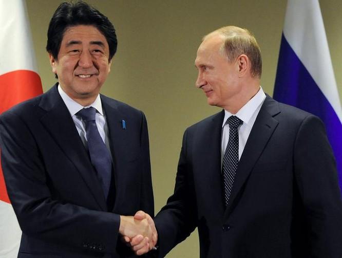 Thủ tướng Nhật Bản Shinzo Abe và Tổng thống Nga Vladimir Putin. Ảnh: The Japan Times