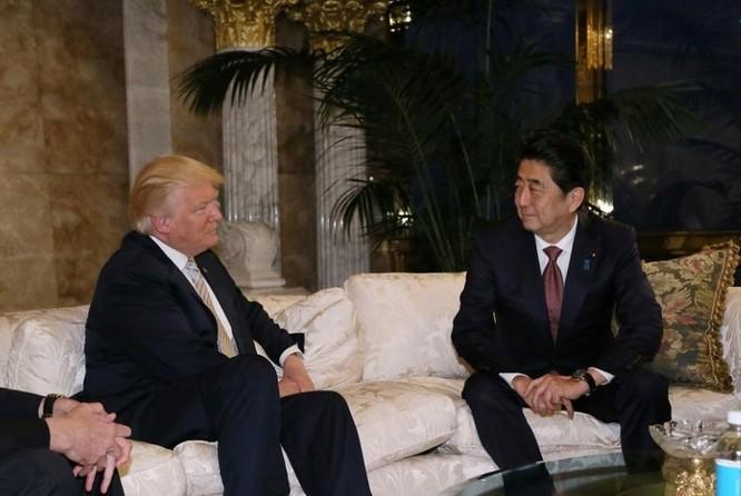 Tổng thống đắc cử Mỹ tiếp Thủ tướng Nhật Bản Shinzo Abe tại New York ngày 17/11/2016. Ảnh: NewsOdy