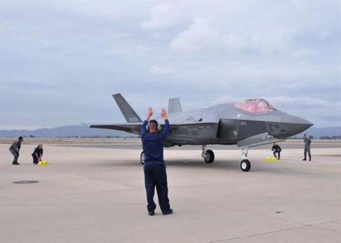 Nhật Bản nhận chiếc máy bay chiến đấu tàng hình F-35A đầu tiên tại căn cứ không quân Luke, bang Arizona, Mỹ