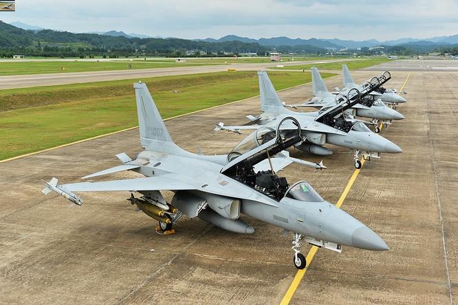 Máy bay chiến đấu hạng nhẹ FA-50 do Hàn Quốc tự chế tạo (ảnh tư liệu)