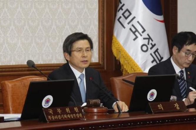 Thủ tướng Hàn Quốc Hwang Kyo-ahn đang tạm thời thay quyền bà Park Geun-hye. Ảnh: china.com.cn