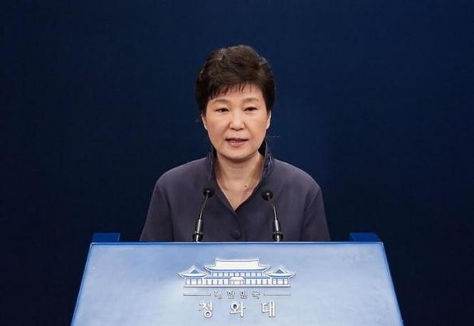 Khả năng bà Park Geun-hye quay lại nắm quyền lực Tổng thống còn chưa rõ ràng. Ảnh: The Guardian