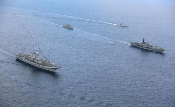 Hai tàu sân bay Hải quân Ấn Độ (ảnh tư liệu)