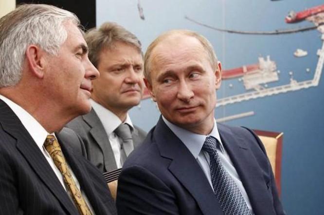 Ông Rex Tillerson được Tổng thống đắc cử Mỹ Donald Trump chọn làm Ngoại trưởng Mỹ, có quan hệ không tồi với Tổng thống Nga Vladimir Putin. Ảnh: Sina