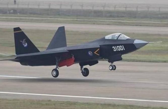 Máy bay chiến đấu tàng hình FC-31 Cốt Ưng do Trung Quốc nghiên cứu phát triển. Ảnh: Ifeng