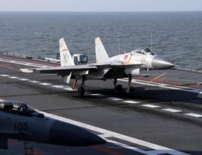 Huấn luyện máy bay chiến đấu trên tàu sân bay Liêu Ninh, Trung Quốc. Ảnh: eastday