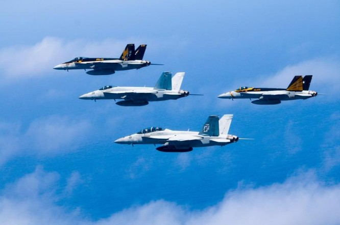 Hạm đội hai tàu sân bay Mỹ phô diễn sức mạnh trên Biển Đông. Ảnh: Sina