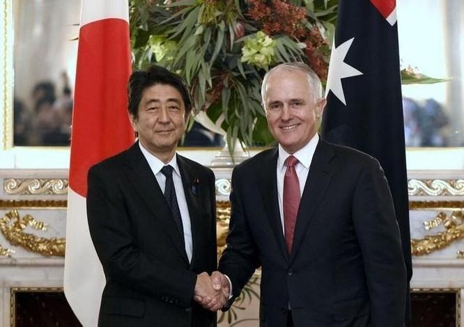 Thủ tướng Nhật Bản Shinzo Abe và người đồng cấp Australia. Ảnh: Business Insider