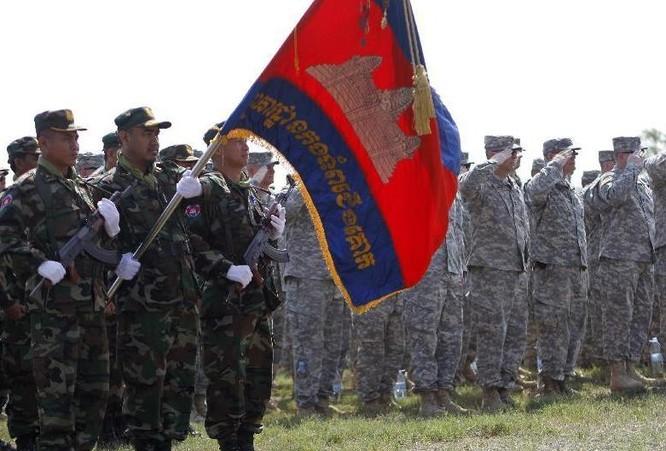 Quân đội Mỹ và Campuchia tiến hành tập trận chung tháng 4/2014. Ảnh: Sina