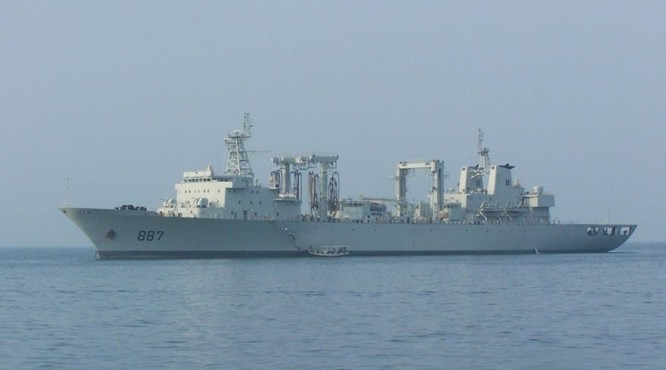 Tàu tiếp tế tổng hợp Vi Sơn Hồ Type 903. Hạm đội Nam Hải, Hải quân Trung Quốc (ảnh tư liệu)