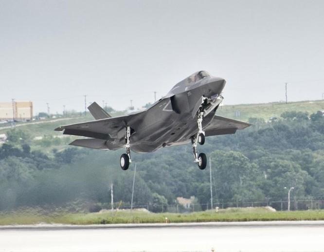 Máy bay chiến đấu F-35B đầu tiên của Anh, do Mỹ sản xuất (ảnh tư liệu)