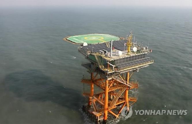 Cơ sở nghiên cứu khoa học biển của Hàn Quốc ở lân cận đá ngầm Ieodo. Ảnh: Guancha