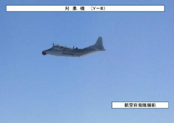 Máy bay cảnh báo sớm Y-8 Trung Quốc, bị Lực lượng Phòng vệ Trên không Nhật Bản chụp được. Ảnh: Cankao