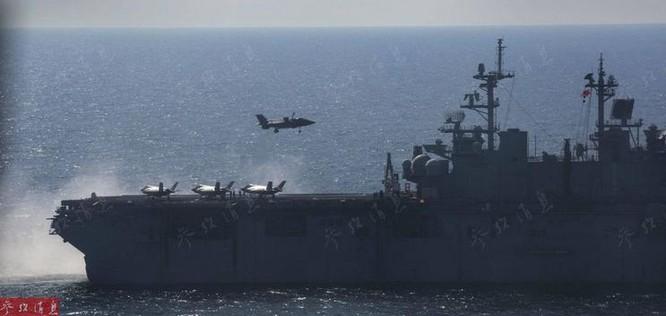 Máy bay chiến đấu F-35B hạ cánh thẳng đứng trên đường băng tàu sân bay (ảnh tư liệu)