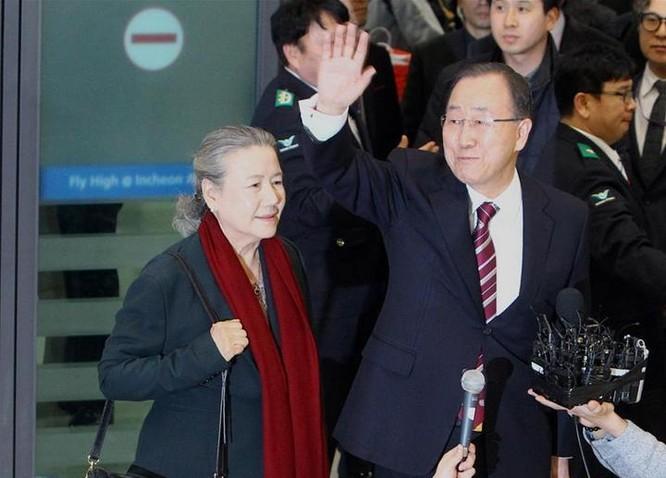 Ngày 12 tháng 1 năm 2017, cựu Tổng thư ký Liên hợp quốc Ban Ki-moon quay trở về Hàn Quốc, được người dân Hàn Quốc tiếp đón nồng nhiệt. Ảnh: Tân Hoa xã