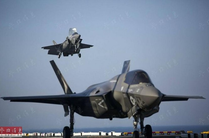 Máy bay chiến đấu tàng hình F-35B chuẩn bị hạ cánh trên boong tàu tấn công đổ bộ USS Wasp. Ảnh: Cankao