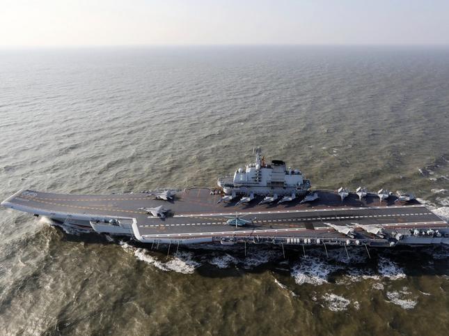 Gần đây, Trung Quốc điều biên đội tàu sân bay Liêu Ninh tiến hành huấn luyện ở các vùng biển xung quanh, đi một vòng quanh Đài Loan. Ảnh: Dwnews