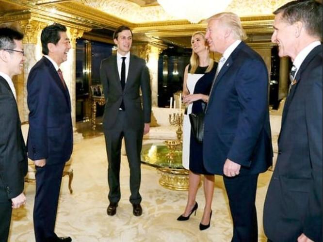 Sau khi ông Donald Trump đắc cử Tổng thống Mỹ, ngày 17/11/2016, Thủ tướng Nhật Bản Shinzo Abe đã đến Mỹ gặp ông Donald Trump. Ảnh: Ipresstv