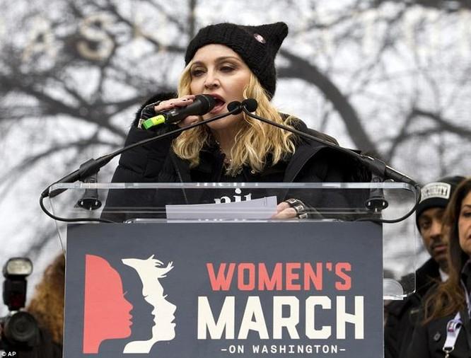 Phụ nữ Mỹ tuần hành chống Donald Trump ở nhiều nơi trên nước Mỹ. Ảnh: News.6park.com