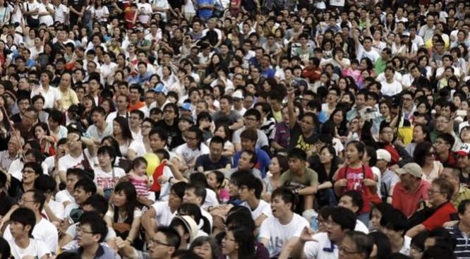 Trung Quốc đang chịu sức ép lớn về dân số. Ảnh: ifeng
