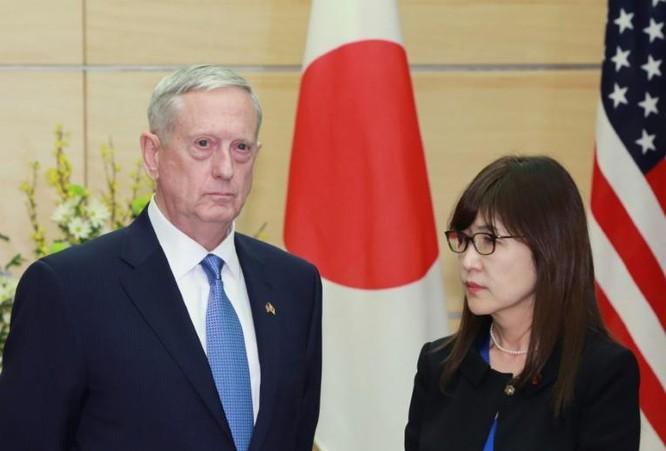 Tân Bộ trưởng Quốc phòng Mỹ James Mattis và Bộ trưởng Quốc phòng Nhật Bản Tomomi Inada. Ảnh: Rekord East