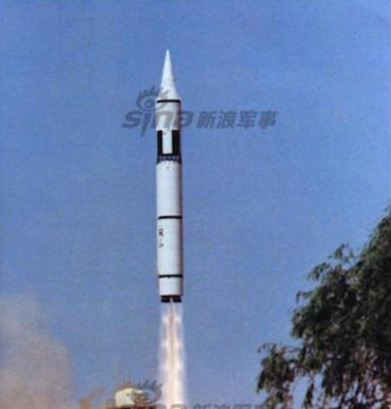 Tên lửa đạn đạo xuyên lục địa Đông Phong-5C Trung Quốc. Ảnh: Sina