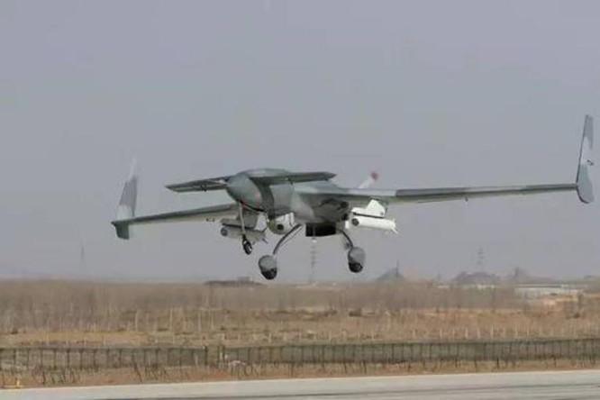 Máy bay tấn công không người lái CH-3 Trung Quốc lắp tên lửa AR-1 tấn công chính xác. Ảnh: Sina