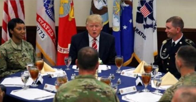 Tổng thống Mỹ Donald Trump thăm Trụ sở Bộ Tư lệnh Trung tâm Mỹ. Ảnh: Cankao
