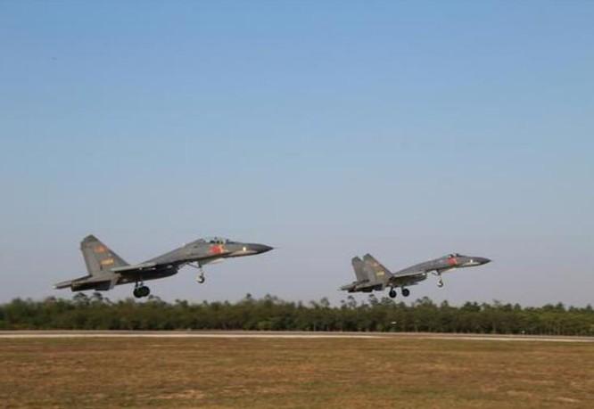 Lực lượng không quân Chiến khu miền Nam, Quân đội Trung Quốc tiến hành huấn luyện sau Tết Nguyên đán. Ảnh: Sina