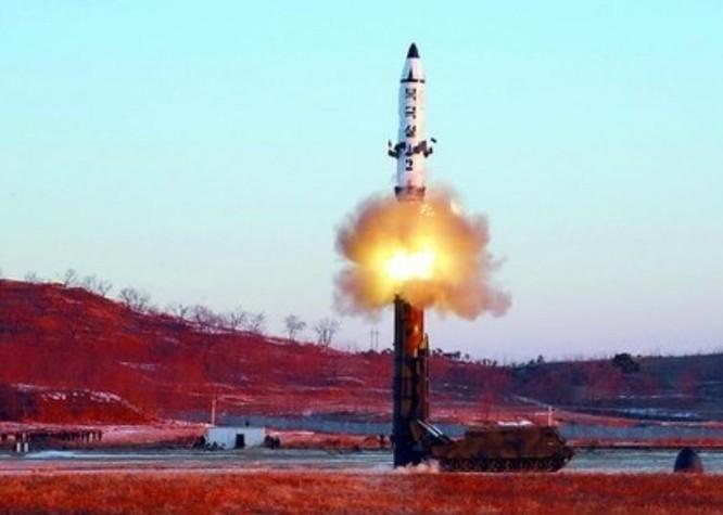 Ngày 12 tháng 2 năm 2017, Triều Tiên phóng tên lửa đạn đạo tầm trung Pukguksong-2. Ảnh: ifeng