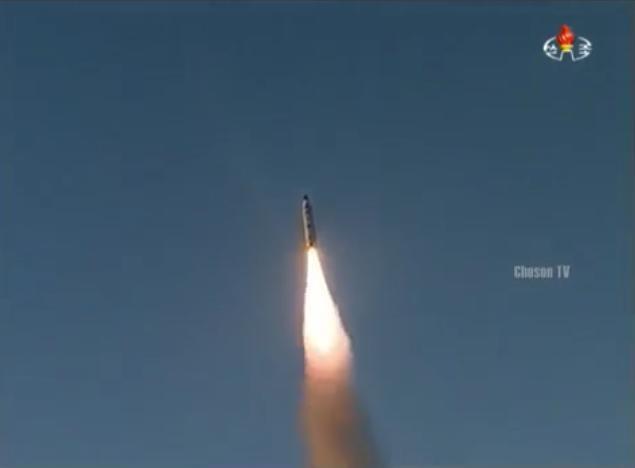 Ngày 12 tháng 2 năm 2017, Triều Tiên phóng tên lửa đạn đạo tầm trung Pukguksong-2. Ảnh: Sputnik