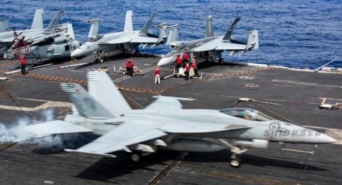 Các hoạt động huấn luyện của tàu sân bay USS Carl Vinson trên đường đến Biển Đông. Ảnh: Sina