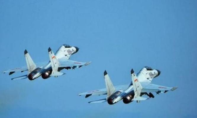 Máy bay chiến đấu J-11BSH thuộc lực lượng đường không Hạm đội Nam Hải, Hải quân Trung Quốc. Ảnh: Sina