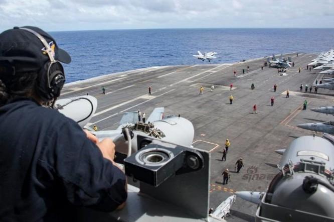 Hoạt động huấn luyện trên tàu sân bay USS Carl Vinson, Hạm đội 3, Hải quân Mỹ. Ảnh: Sina