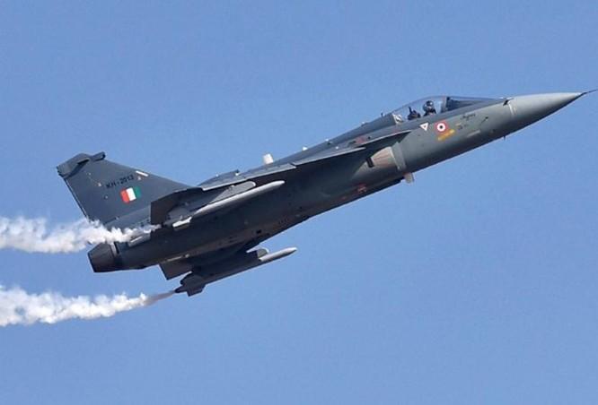 Máy bay chiến đấu hạng nhẹ LCA Ấn Độ. Ảnh: The Indian Edge