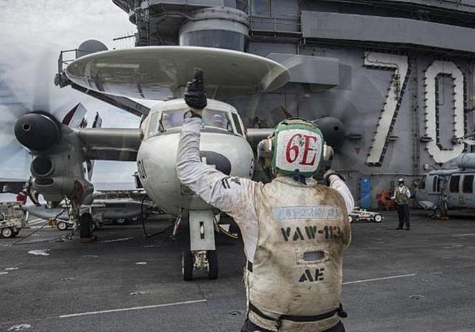 Trên tàu sân bay USS Carl Vinson, Hải quân Mỹ. Ảnh: Sohu